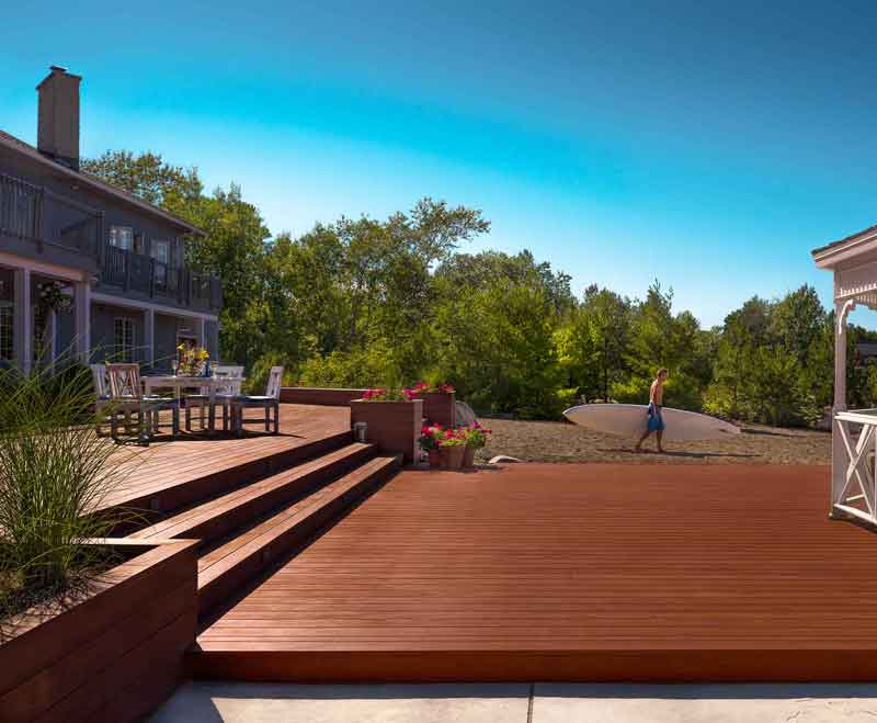 Large Mahogany Deck Beach cottage Collingwood Ontario