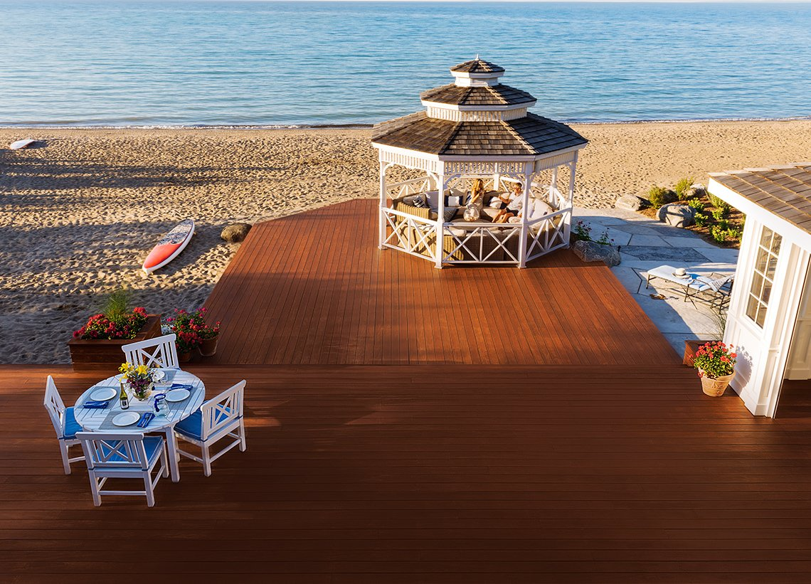 Beach lakeview in Collingwood Ontario mahogany decking