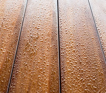 Mahogany deck boards with oil